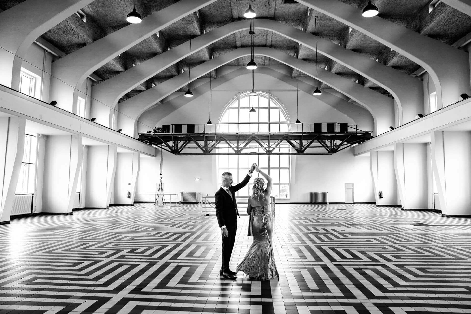 Bruiloft trouwen foto's Radio Kootwijk Apeldoorn door trouwfotograaf Grietje Mesman