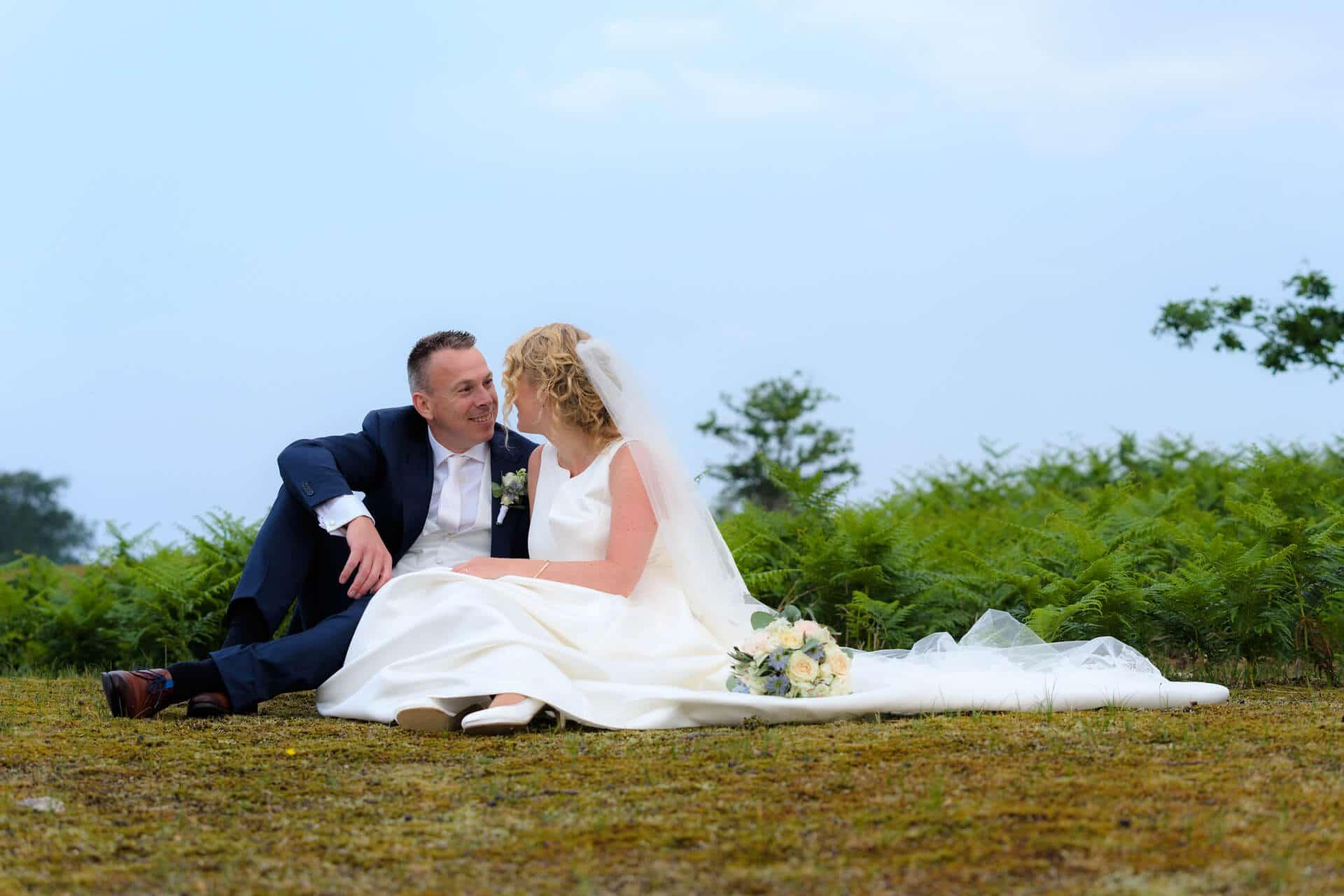 Bruiloft Amsterdamse Waterleidingduinen, trouwfoto's door trouwfotograaf Grietje Mesman