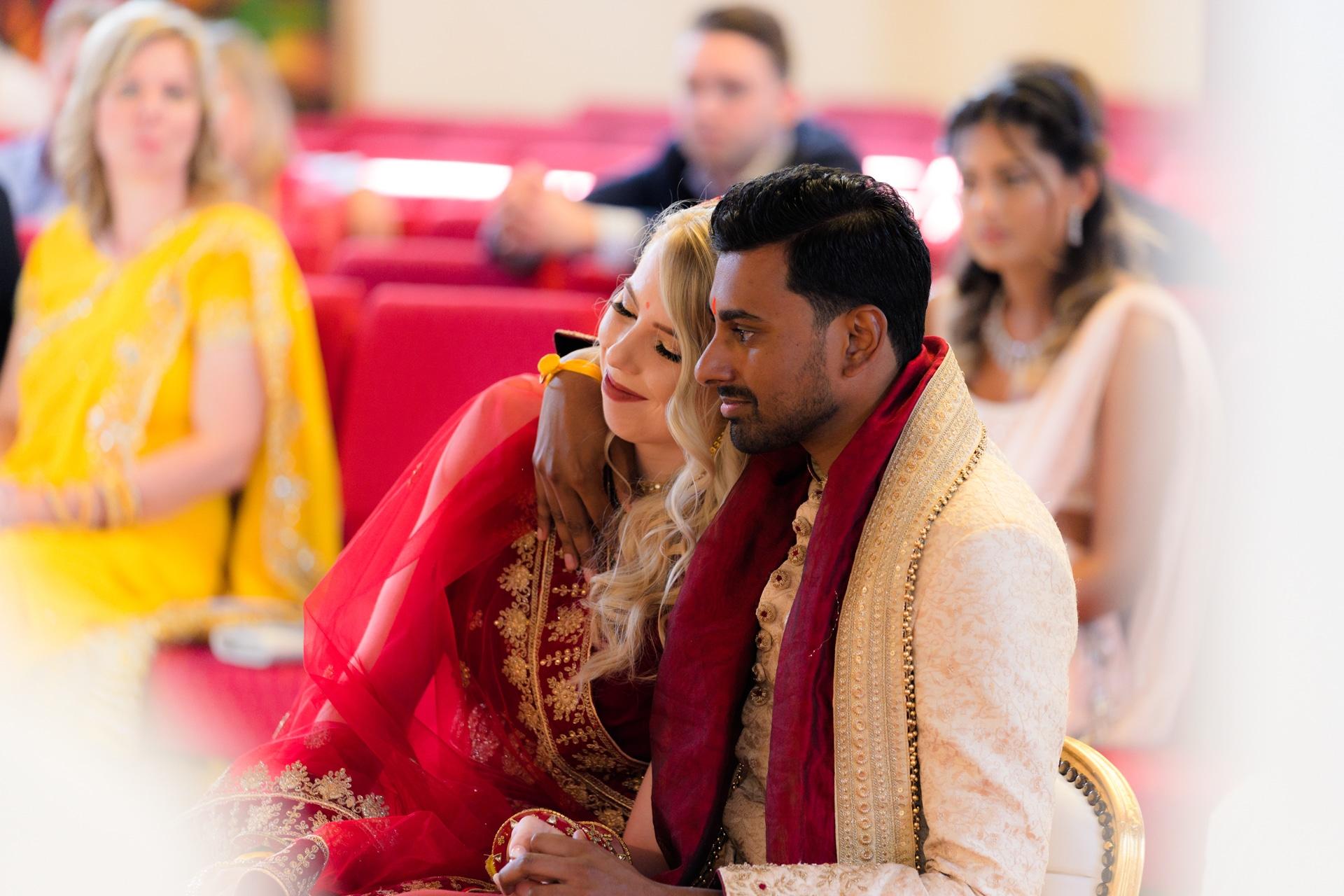 Hindoestaanse bruiloft bruidspaar ceremonie