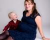 Zwanger fotoshoot met zoon fotostudio Deventer Overijssel