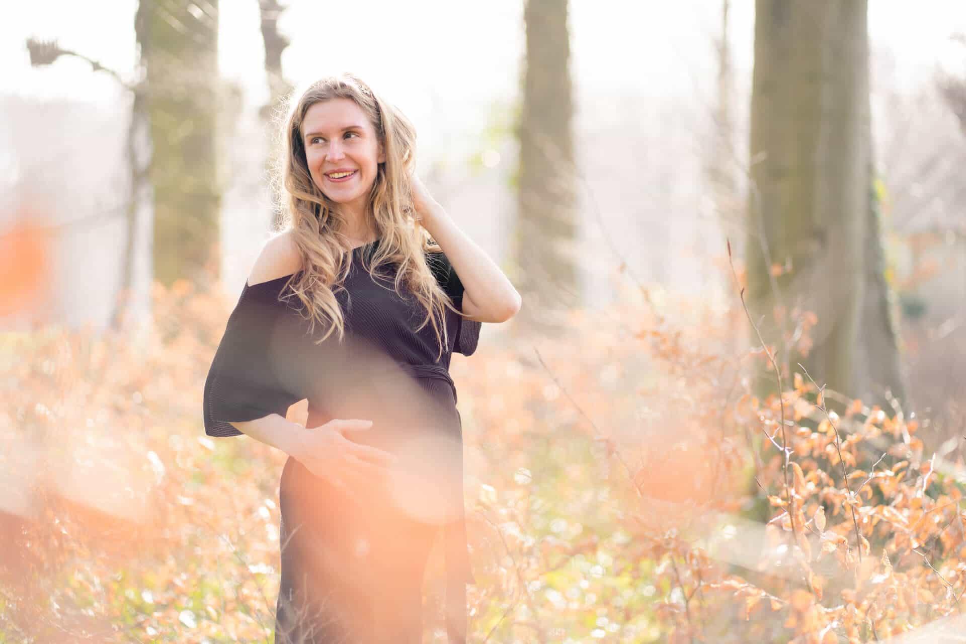 Zwangerschapsfotografie fotoshoot zwangerschap Overveen Landgoed Elswout Noord-Holland door zwangerschap fotograaf Grietje Mesman