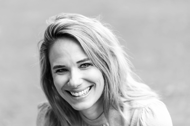 Portret bedrijf Deventer bedrijfsfotograaf zwart-wit vrouw portret