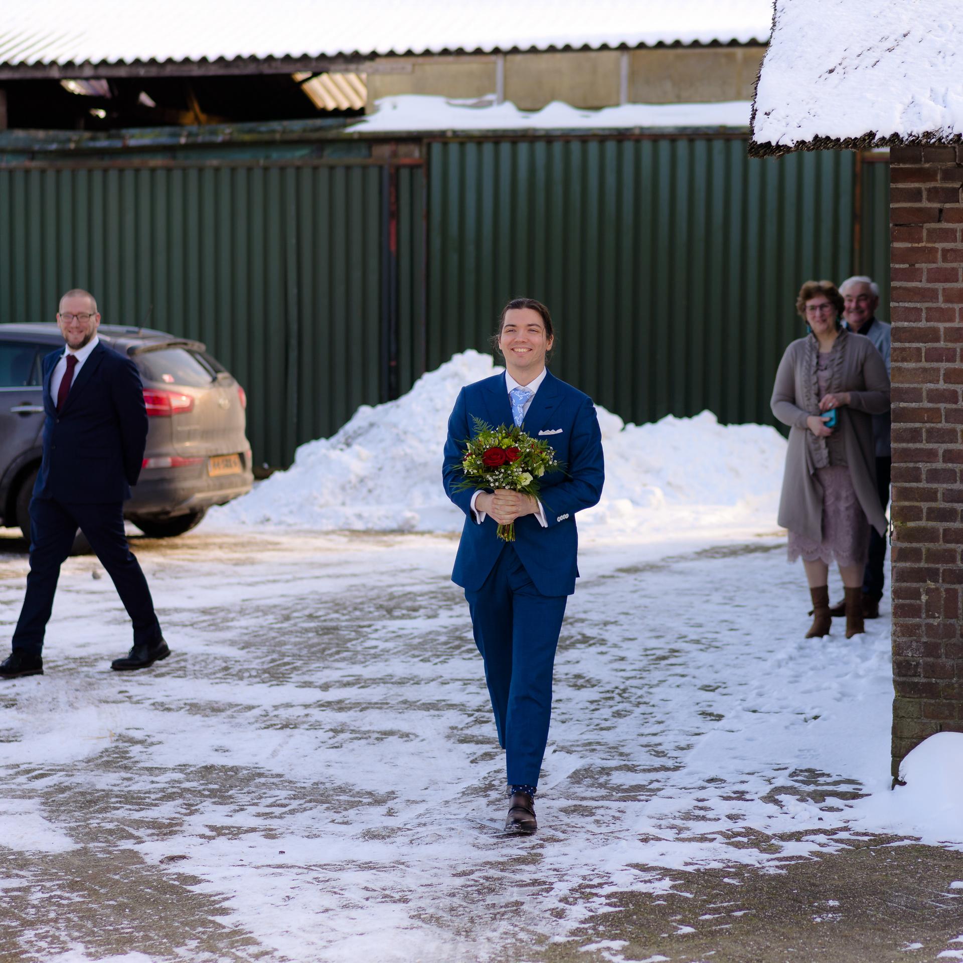 Bruiloft Kasteel Ter Horst Loenen in winter met sneeuw