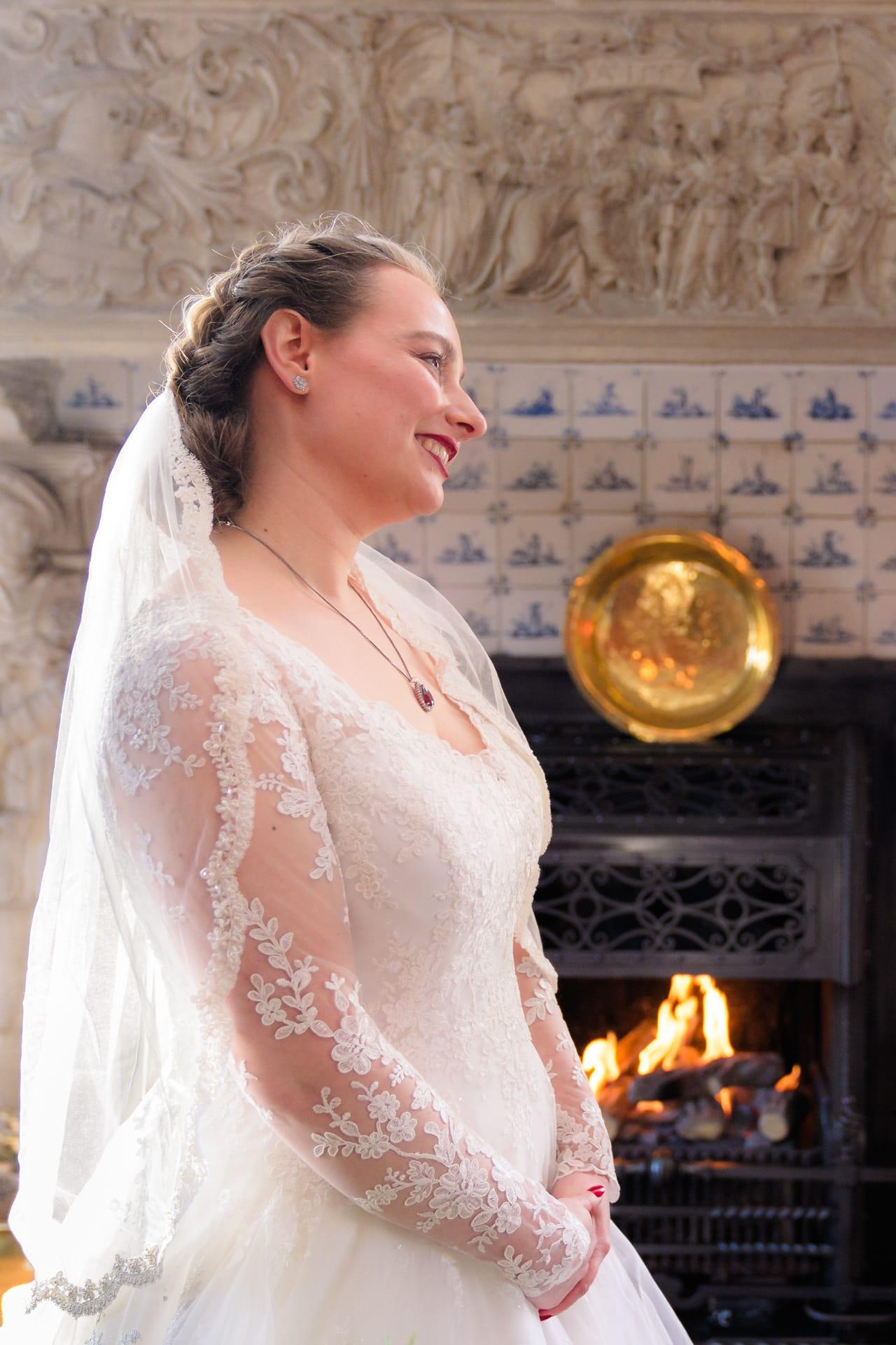 Bruiloft ceremonie Kasteel Ter Horst Loenen in winter portret bruid